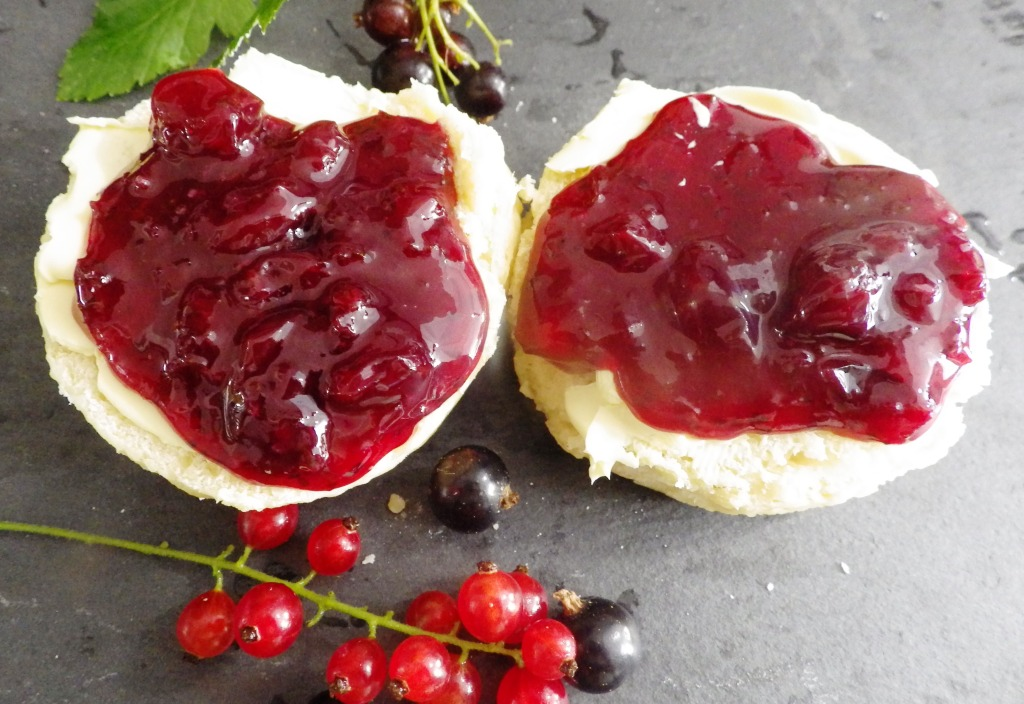 This image has an empty alt attribute; its file name is scone.jpg